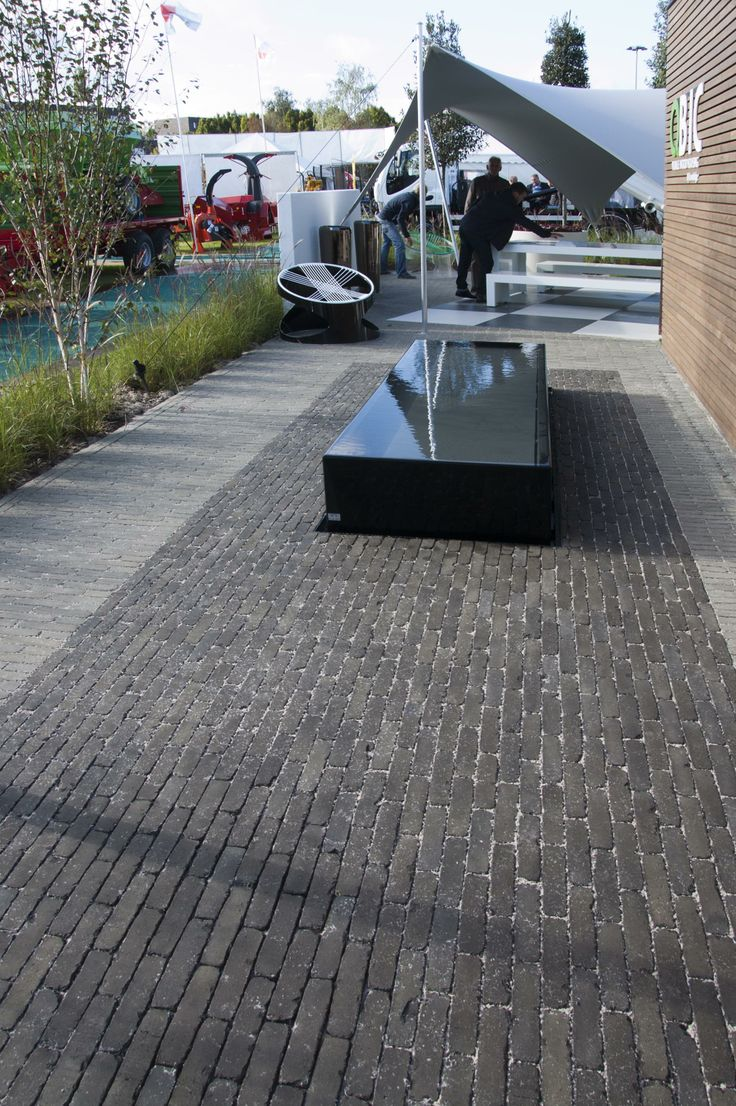 Concept Garden @ Green Expo 2012 - Gent. Clay Pavers Septima Taupe and Olive.