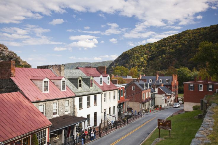 30 Small Towns You Should Visit This Summer