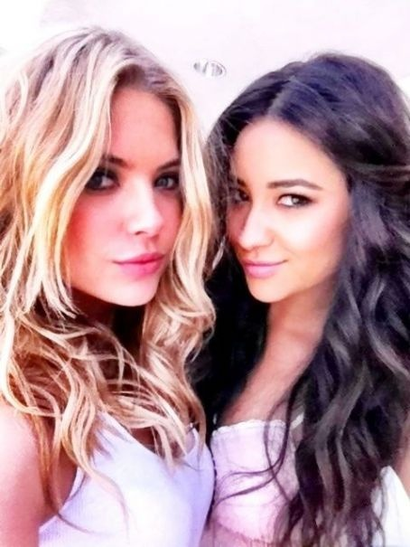 Ashley benson and shay mitchell best friends