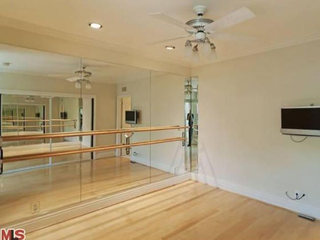 Yep, this will be in my future home song with a bedroom for a closet! Jennifer Love Hewitts Toluca Lake Home: Fitness Studio