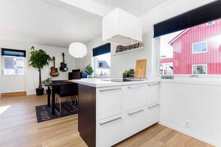 FINN – Flott leilighet med 2 soverom. Kjøkken og bad fra 2015. Garasjeplass.
