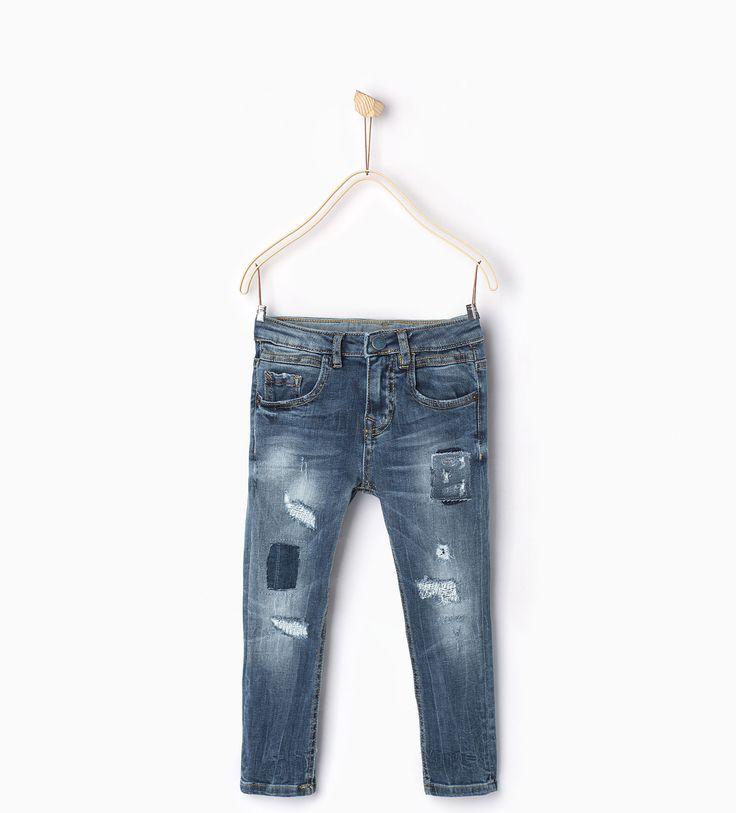jeans avec d chirures et pi ces jeans gar on 4 14 ans enfants zara france s17. Black Bedroom Furniture Sets. Home Design Ideas