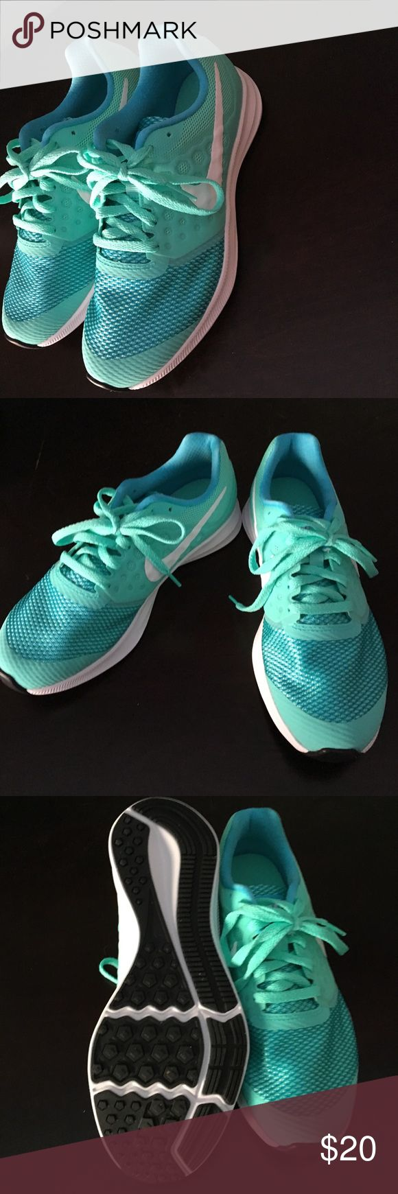 Girls Nike tennis shoes Girls Nike tennis shoes (size 3.5) Excellent condition/Never worn Color is a green aqua color Nike Shoes Sneakers