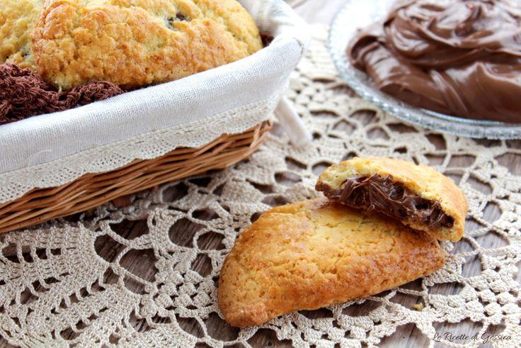 Biscotti ripieni di Nutella - Ricetta con e senza Bimby. Impasto delle Sorelle Simili che non invecchia, rimane sempre friabile anche dopo tanti giorni