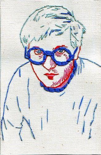 Hand embroidered portrait of David Hockney - mostra mais uma possibilidade em bordados, podemos usar uma foto menos detalhada para bordar.