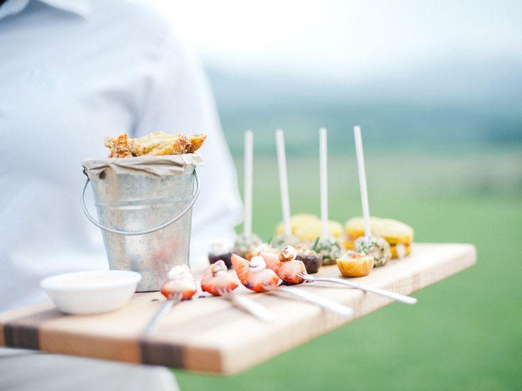 ♥♥♥  Buffet de casamento: 15 perguntas que você deve fazer antes de contratar Todo mundo sabe que o buffet do casamento tem um papel super especial no grande dia. Uma comida bem gostosa e de acordo com a proposta da festa ficar�... http://www.casareumbarato.com.br/buffet-de-casamento-15-perguntas-que-voce-deve-fazer-antes-de-contratar/