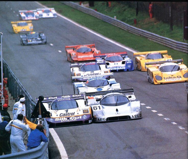 """Jan Lammers (Silk Cut Jaguar XJR11) tassé par Mauro Baldi (Sauber-Mercedes) départ des 6 Heures de Spa-Francorchamps 1989 -L'Automobile octobre 1989. """" Timestamp: Samedi 2014/12/27..."""