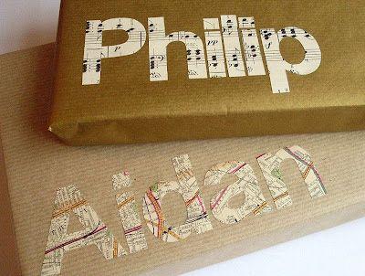 Emballage personnalisé avec des mots (découpés dans une vieille carte, du papier doré...)