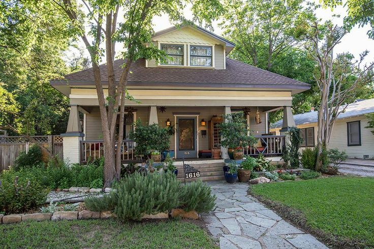 Best 25 bungalow exterior ideas on pinterest for Craftsman home builders houston