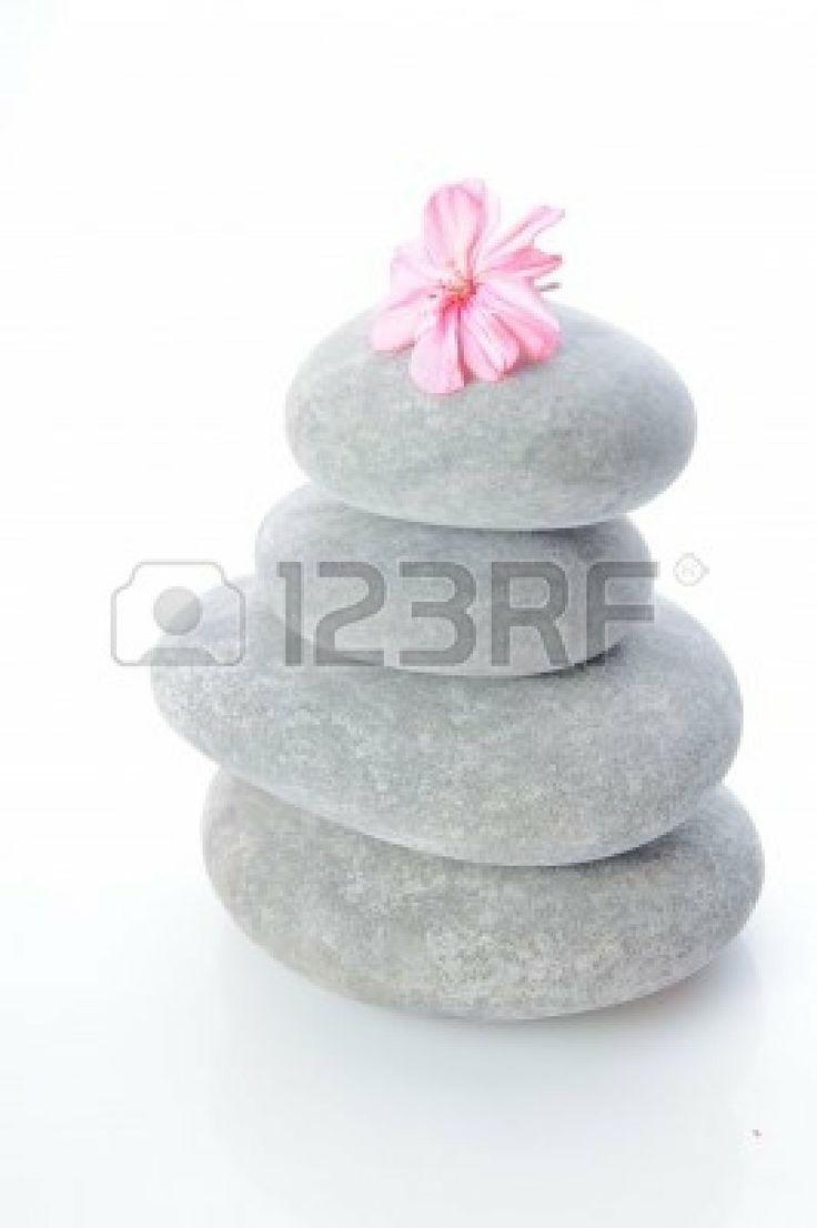 Piedras apiladas aisladas en blanco photo