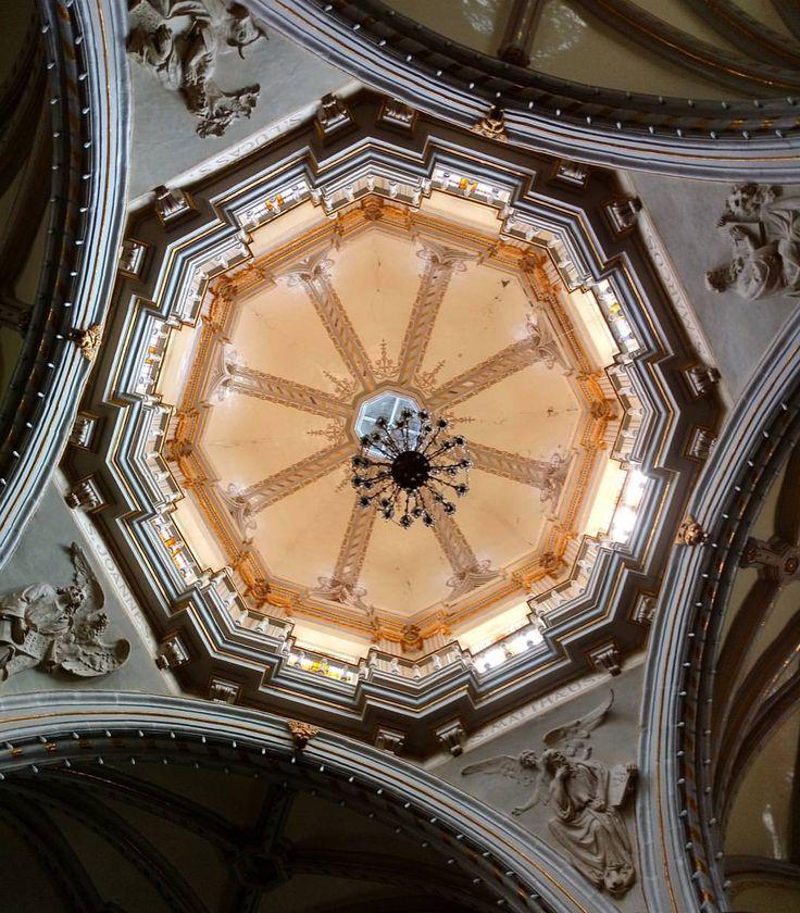 La parroquia de Nuestra Señora de la Encarnación, en 1847 que se comienza a construir la cúpula, para febrero de 1848 fue concluida. #encarnaciondediaz #lachona #jalisco #mexico (en Encarnación de Díaz Centro)