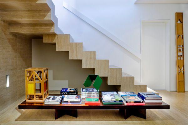escada revestida com marmore travertino