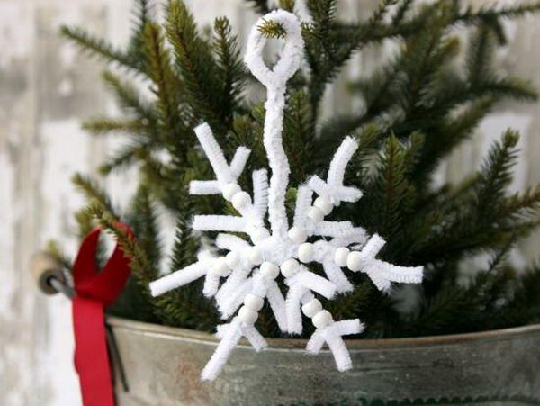 8 snowflakes pip cleaner crafts