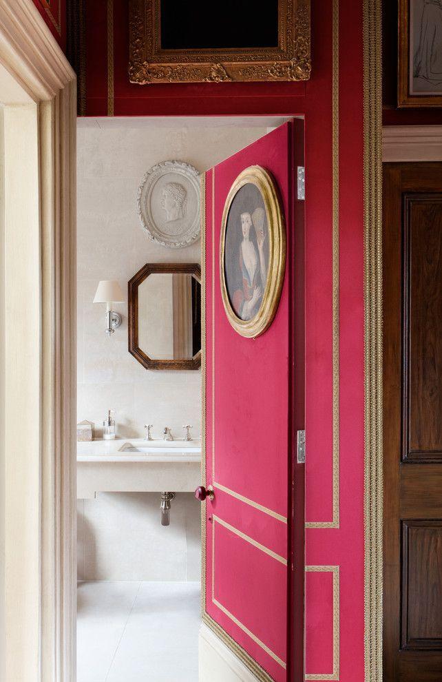 Межкомнатные двери в интерьере: как обновить своими руками и 50+ вдохновляющих идей декора http://happymodern.ru/mezhkomnatnye-dveri-v-interere-56-foto-kak-obnovit-svoimi-rukami/ Золотистый молдинг и небольшая круглая картина в золотой раме добавит изысканности и шарма вашим дверям Смотри больше http://happymodern.ru/mezhkomnatnye-dveri-v-interere-56-foto-kak-obnovit-svoimi-rukami/