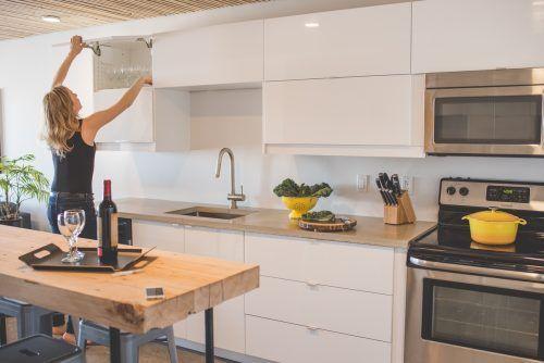 flip-up glossy white upper cabinets   Kitchen inspiration ...