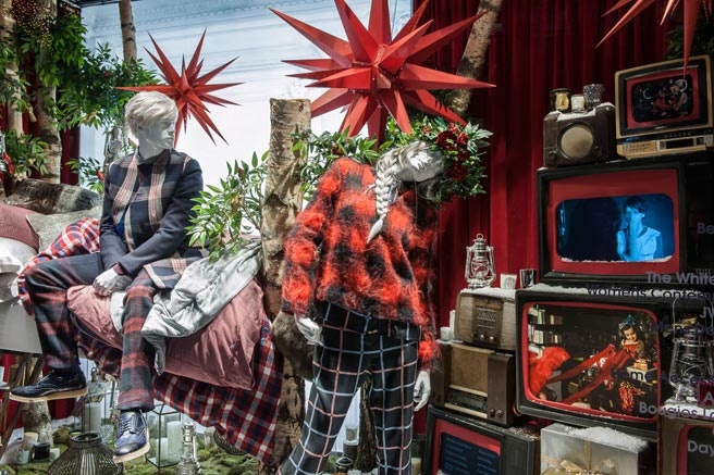 The Best 2012 Holiday Windows - Department Store Holiday Window Displays - ELLE