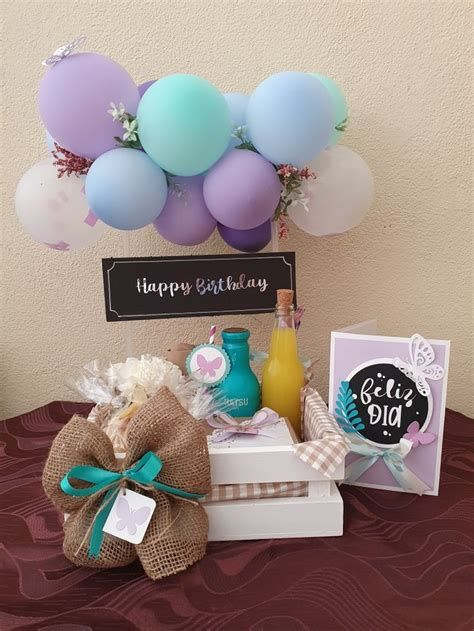 Cute Birthday Gift, Birthday Gifts For Best Friend, Birthday Diy, Birthday Balloon Decorations, Birthday Balloons, Table Decorations, Girl Gift Baskets, Sweet Box, Diy Crafts For Gifts