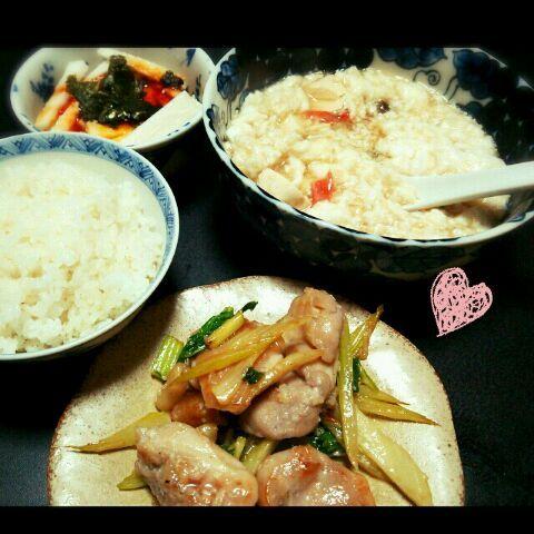 副菜は長芋のピリ辛ユッケ(卵黄のせ)と、その余った卵白で作った豆腐とカニカマの卵白とじ♪ - 13件のもぐもぐ - 鶏とセロリの塩麹炒め他 by tommysaku