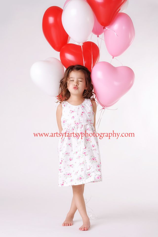 mini session valentines day. Love the heart balloons