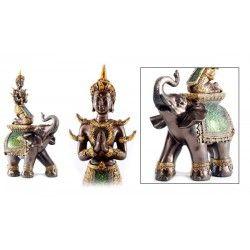 Bouddha Thaï Déco sur Eléphant  Cet ornement bouddha et éléphant allie la beauté de la résine avec celle du verre craquelé.