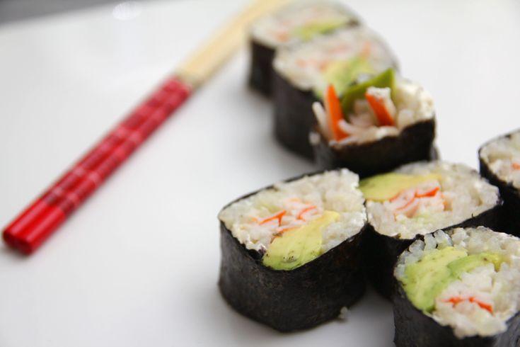 Sushi II: makis de cangrejo, aguacate y queso crema - http://www.thermorecetas.com/2015/01/13/sushi-ii-makis-de-cangrejo-aguacate-y-queso-crema/