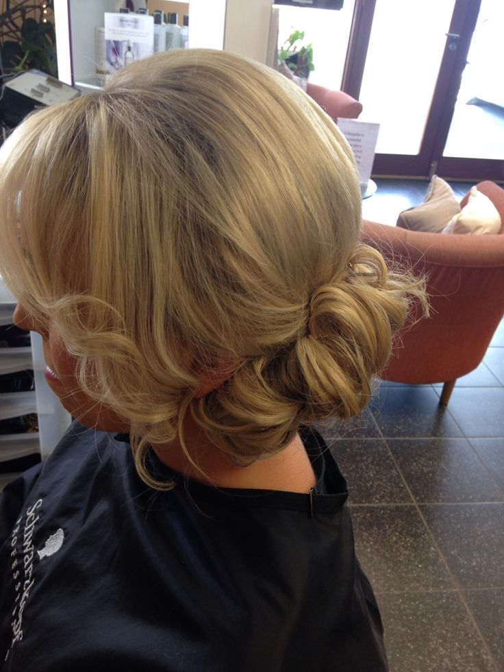 Upstyle for medium hair