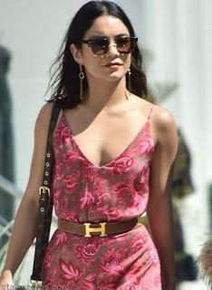 海外セレブスナップ   Celebrity Style: 【ヴァネッサ・ハジェンズ】アンティーク調の美しい刺繍ワンピースで妹&友人とランチへ!