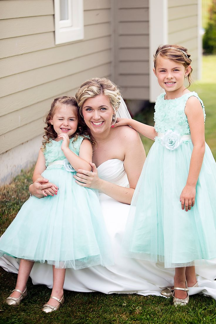Bride with flower girls; Mint flower girl floral dresses with tulle; Photo cred: Hillary McCormack Photography