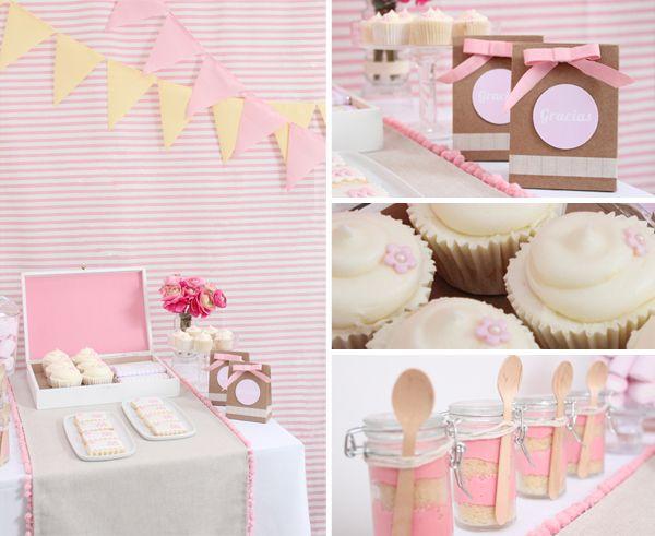 http://marialunarillos.com/2012/04/mesas-dulces-olo-que-puede-dar-de-si-una-mesa.html