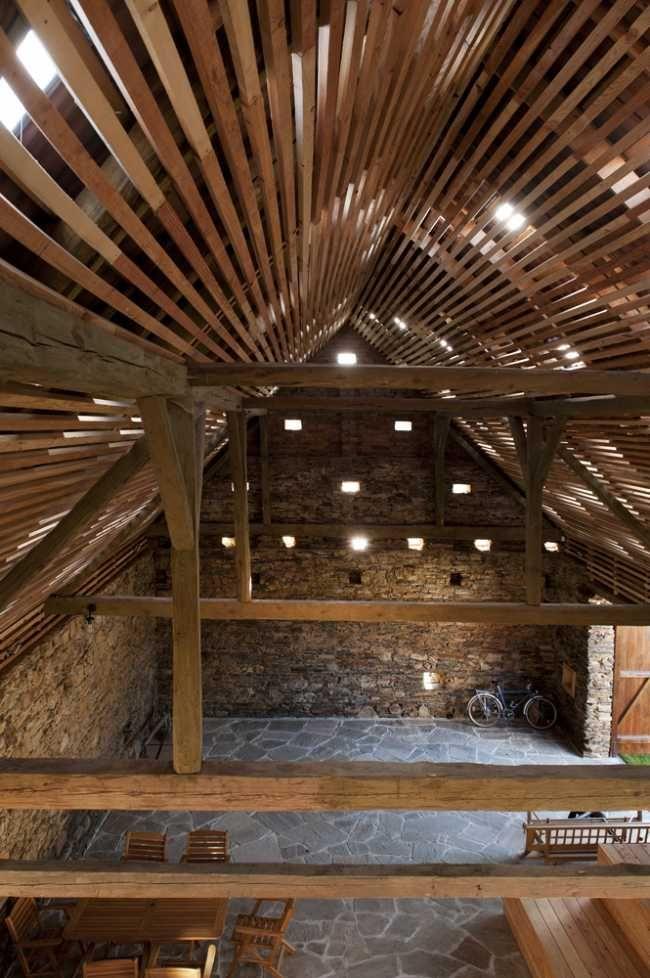 Priestor stodoly je určený na detské hry, rodinné posedenia, oslavy.