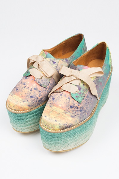 this dye technique on natural woven shoes