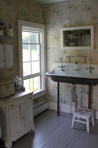 Old farmhouse bathroom.  How to make a sink work RIGHT in front of a large window.  Wouldn't think it possible until I see it.