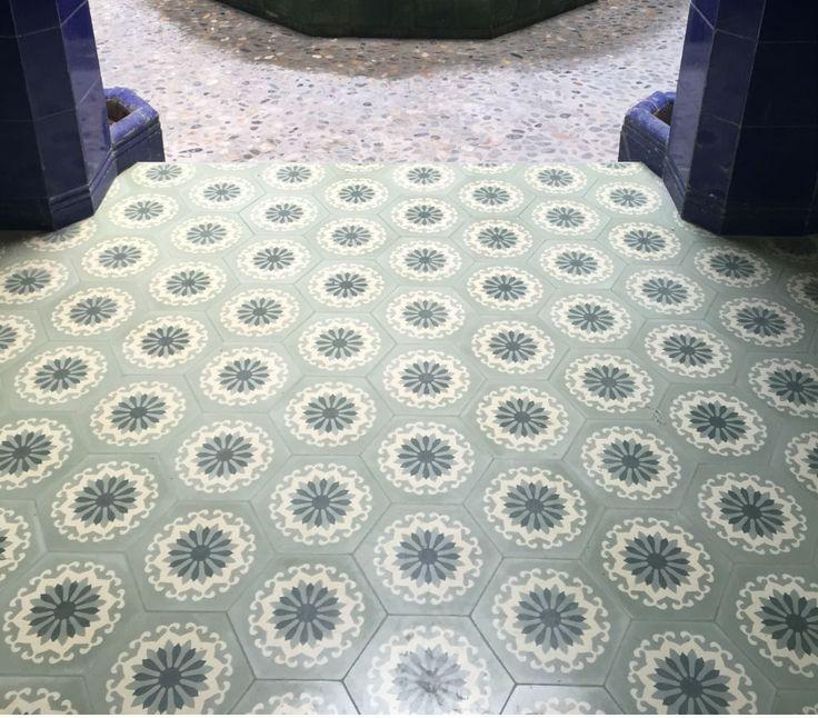 Biblioteca #sitges con mosaico hidraulico #mosaicohidraulico #carreauxciment #cementtiles #tendencias #fashion #desinghome