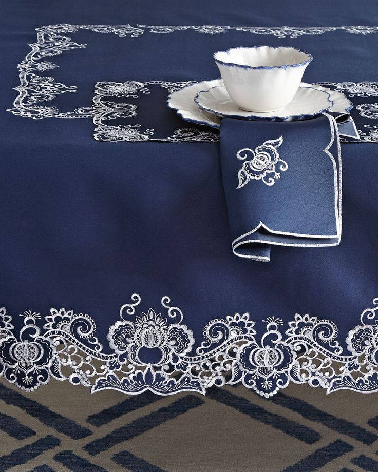 "Gabriella 72"" x 108"" Tablecloth & 12 Napkins, Navywhite"