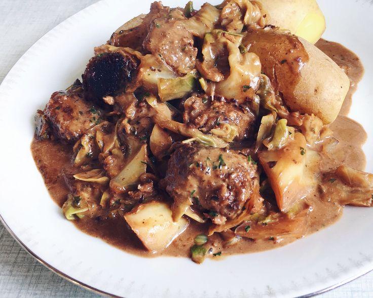 vegansk kåljox med köttbullar och potatis (sojabullar, quorn, svarta bönor)
