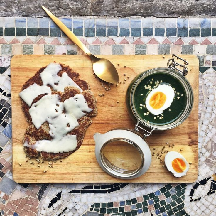 Spinach soup with glutenfree pan fried bread // Spenatsoppa med glutenfria stekpannebröd