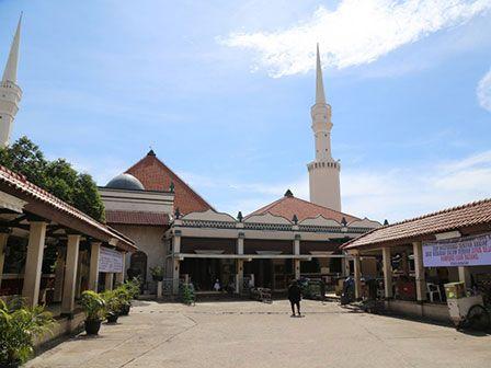 Plaza di Masjid Luar Batang Seperti Alun-alun