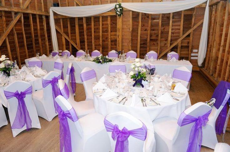 Housses de chaises en lycra blanc et ses nœuds en organza violet
