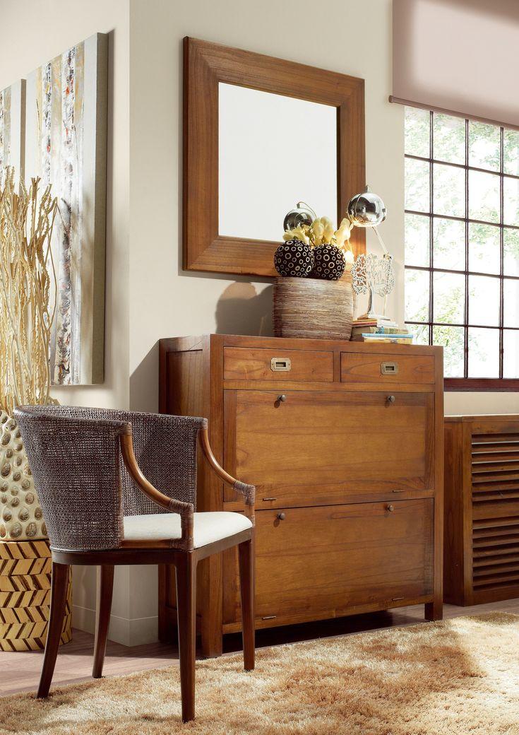 Předsíň STAR 1 zKolekce nábytku STAR představuje ručně vyráběný, masivní nábytek z koloniálního dřeva MINDI hrubé kresby. Je vhodný do moderního i do rustikálnějšího prostoru, který potřebuje oživení v podobě masivního dřeva v teplé dubové barvě.