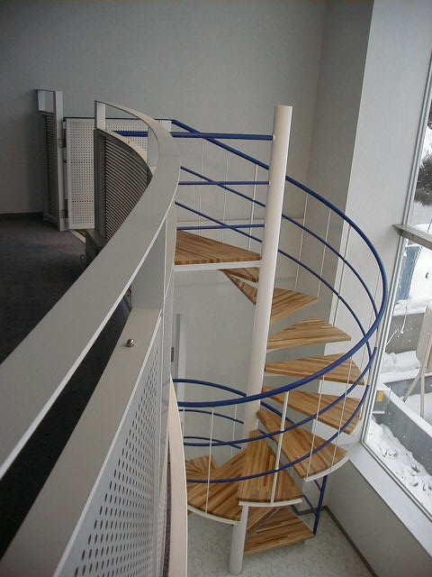 ・: Escaleras Caracole, Awesome Staircases, Spirals Stairs, Escalera Caracole, Stairs Passi N, Escaleras De, Stairs Leaded, Looks Stairs, Beautiful Spirals