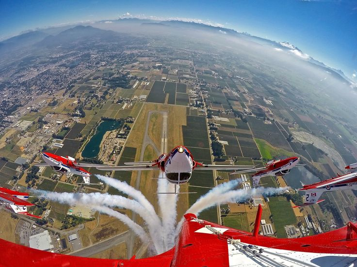 Canadian Forces Snowbirds performing at the Abbotsford Air Show. Photo by LiveAirshowTV