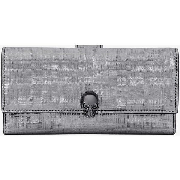 Alexander McQueen Continental Skull Leather Wallet (4.170 DKK) ❤ liked on Polyvore featuring bags, wallets, silver, real leather wallets, continental wallets, leather credit card holder wallet, credit card holder wallet and leather continental wallet