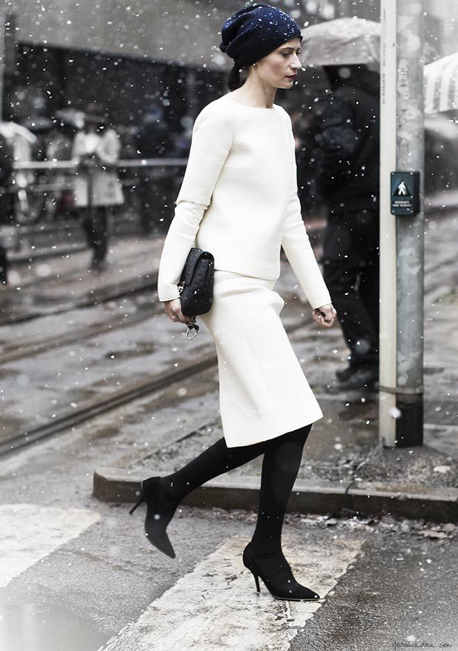 Garance Dore. How simply, yet so elegant in pure white. Such a great mix with the black accents. Love this!!