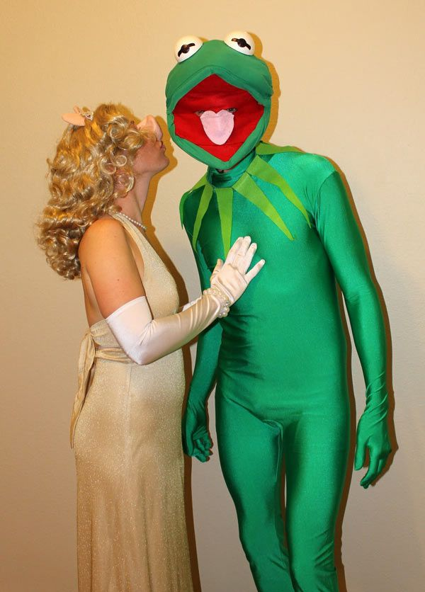 DIY Sesame Street Miss Piggy and Kermit the Frog Halloween Couple Costume Idea 3