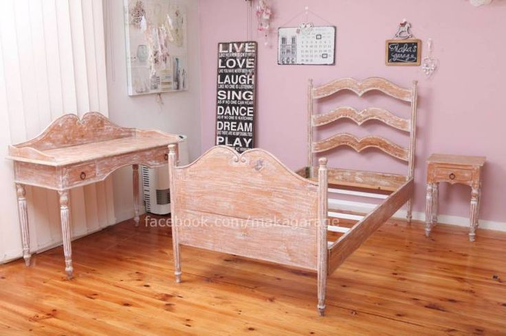 French Provincial Single wooden Bed good working condition | Beds | Gumtree Australia Monash Area - Chadstone | 1129587329