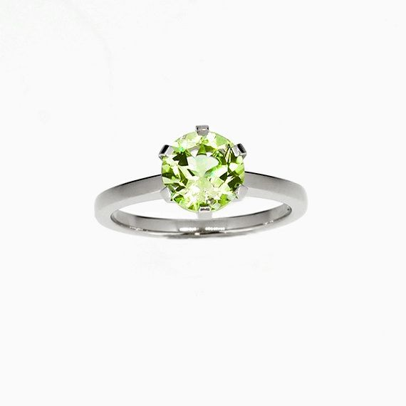 Signature Crown ring with Peridot in Platinum