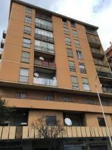 Immobiliare Roma Appartamento bilocale in vendita - 78 mq -  210.000  Roma via prenestina zona Prenestino  Penestina- Collatina VIA PRENESTINA-ANGOLO VIA DELLA SERENISSIMA: disponiamo di un ampio bilocale degli anni '60 in una zona di Roma ben servita da mezzi pubblici e ben collegata. A due passi dalla tangenziale est e dall'autostrada. L'intero condominio composto di due scaledi 8 piani l'appartamento è al 7 piano con ascensore usufruisce inoltre di un comodo servizio di portineria…