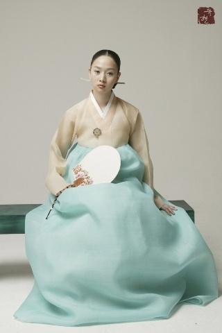 Beautifully elegant Hanbok - tradition still looks good.