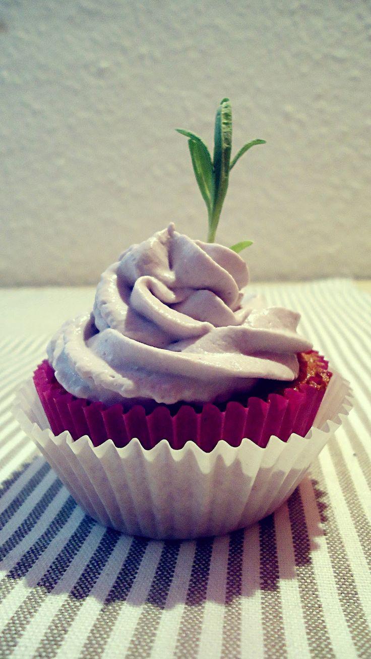 Tassenkuchen - Bäckerei: Lavendel Cupcakes