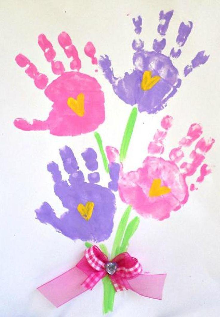 20 Bilder mit den Füßen und Händen von Kindern, um die Ankunft des Frühlings zu markieren